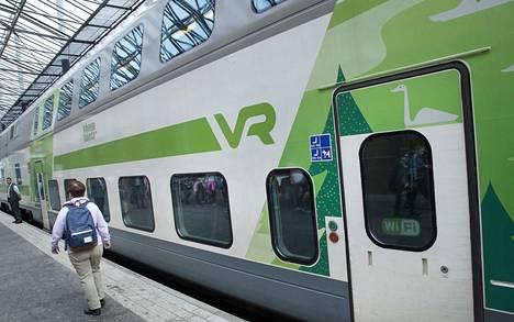 Kaukoliikenteen junalippuja voi ostaa käteisellä tai kortilla R-kioskeista ja VR:n lipputoimistoista. Matkahuollon toimipisteistä voi ostaa yhteislippuja juna- ja bussimatkoille ja apua saa tarvittaessa myös VR:n puhelinpalvelusta.