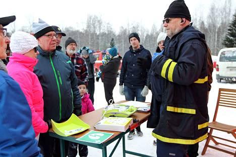 Koskenpään kyläpäällikkö Jorma Poti toteaa, että sivistyslautakunnan linjaus on viesti ammattilautakunnalta, miten asian kanssa tulisi edetä. Kuvassa Poti esitteli sydäniskurin toimintaa viime helmikuussa.