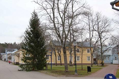 Naantalin museolla on kaksi rakennusta, Hiilola ja Humpin kiinteistö.