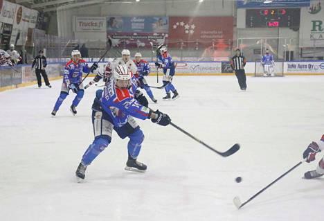Jaksaa illasta toiseen. Valtteri Pihlajamäen kauden kymmenes osuma syntyi tästä laukauksesta.