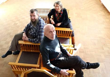 Taiteilijoiden Olli Koposen (vasemmalla) ja Mikko Haapakummun yhteisnäyttely sai alkunsa kulttuurituottaja Nina Juurimaan ideasta. Galleria Kivipankin alakerta on varattu Koposen töille ja yläkerrasta löytyy Haapakummun töitä.
