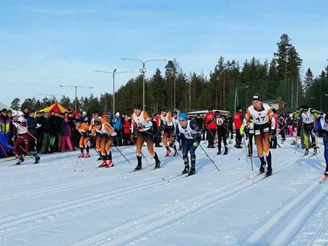 Maakuntaviestin Jämsän osalta starttasi Keijo Vehkakoski.