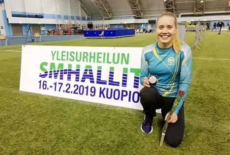 Kaipolan Vireen yleisurheilija Sini Sanaslahti hyppäsi lauantaina SM-hopealle Kuopiossa järjestetyissä hallikisoissa.