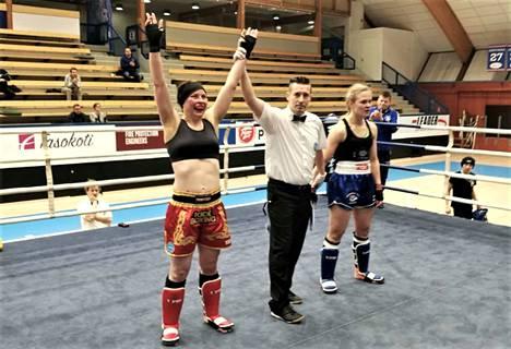 Virve Vanhakoski voitti finaaliottelussa Oulun Petra Hämälän. Kultaa tuli tiukan väännön päätteeksi.