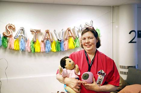 Merete Willis on ylpeä Satasairaalan saamasta vauvamyönteisyyssertifikaatista.