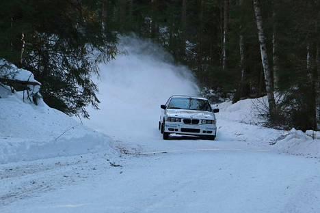 Ville Lehtonen haki sunnuntaina tuntumaa ralliautoonsa parin vuoden tauon jälkeen.