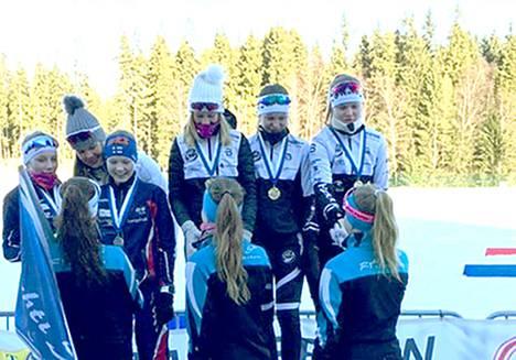 Hakalle ainoan voiton uudessa Hämeen viestissä toivat T16-sarjan tytöt Nora Kytäjä, Saana Kuusinen ja Fanny Kukonlehto.