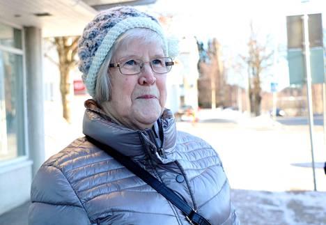 Jämsässä asuva eläkeläinen Irja Rimpilä harrastaa muun muassa neulomista. Pakkaselta päätä suojannut pipo on naisen omaa käsialaa.