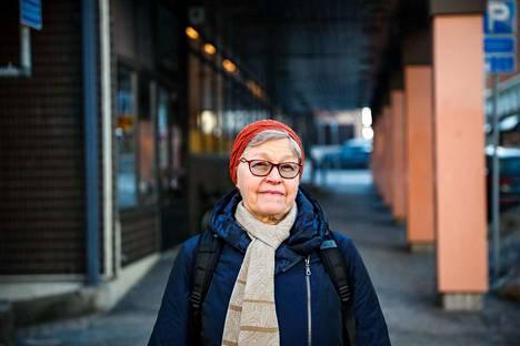 Tamperelainen Sirkka Nyman jäi eläkkeelle pitkän opettajan uran jälkeen 2007. Viisi vuotta myöhemmin hän sai tietää sairastavansa servikaalista dystoniaa.