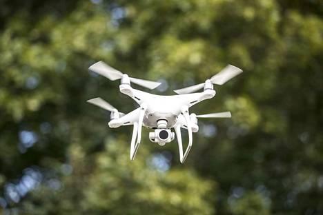 Pelastuslaitoksen dronen ja ilmavoimien lentokoneen välillä oli tapahtua yhteentörmäys kuun alussa. Kuvituskuva.