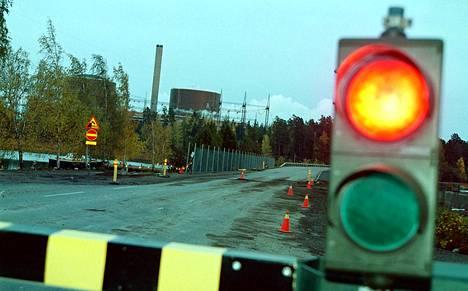 Ei punaista, vaan vihreää valoa näyttäisi tuleva hallitus käytännössä varmasti, jos Fortum hakisi Loviisan ydinvoimalalle jatkolupia ja Stukin arvio olisi myönteinen. Uuden ydinvoiman kohdalla mielipiteet jakautuvat edelleen jyrkästi.