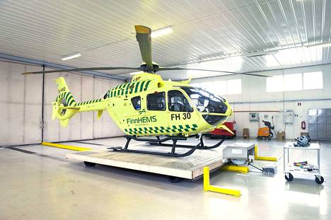 Valtio sijoittaa 18 miljoonaa euroa kahden uuden lentotukikohdan rakentamiseen ja muun muassa tämän Pirkkalan helikopteritukikohdan peruskorjaukseen.