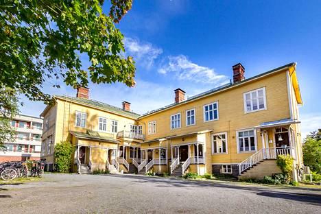 Puutalo-osake sijaitsee hyvällä paikalla Vaasan keskustan lähellä.