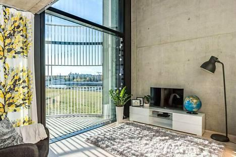 Talo on arkkitehti Pave Maijasen käsialaa puoliympyrän muotoisine parvekkeineen.