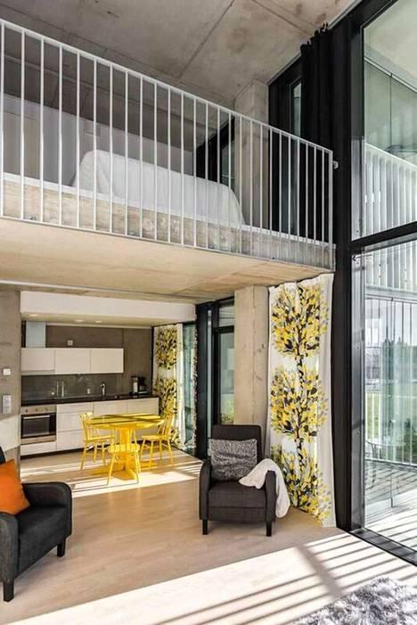 Loft-asunnolle ominaiseen tapaan kodista löytyy parvi.