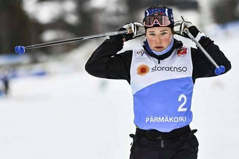 Krista Pärmäkoski hakee lauantaina Seefeldissä kolmatta peräkkäistä arvokisamitalia skiathlonista.