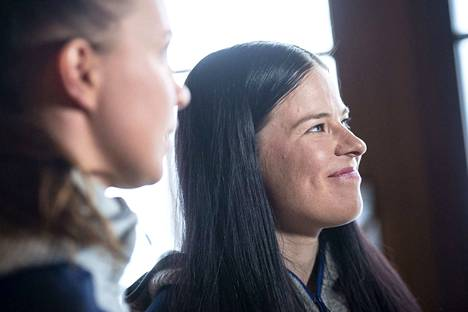 Krista Pärmäkoski esiintyi rennosti Suomen joukkueen infossa perjantaina.