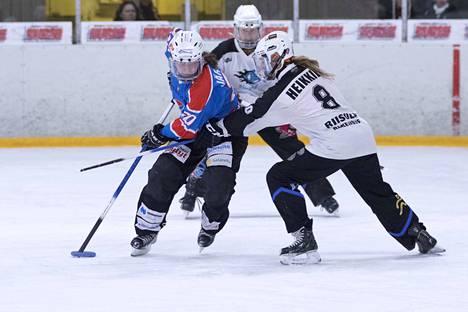 Krista Järvelin oli tehoilla 2+1 LuKin johtohahmoja. Voitolla luvialaiset pitivät oman pudotuspelihaaveensa elossa ja samalla he sinetöivät vastustaja Blue Ringsin putoamisen ykkössarjaan.