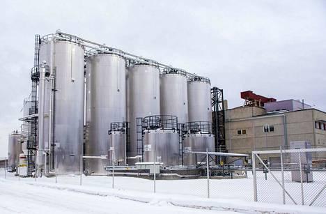 St1:n bioetanolitehdas Kajaanissa muistuttaa ulkoisesti kemian tehdasta tai öljynjalostamoa. Hydrolyysi- ja fermentointisäiliöissä sokeri irtoaa sahanpurusta, joka on etanolin raaka-aine.