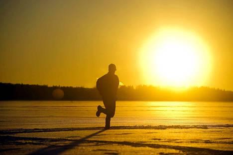 Suomessa saatiin lauantaina nauttia poikkeuksellisen lämpimästä ulkoilusäästä, mutta kevään tuloa saadaan vielä odottaa.
