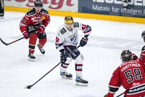 Sakari Salminen oli vielä Porissa joukkueensa kultakypärä, mutta seuraavassa pelissä hän ei sitä enää ole.