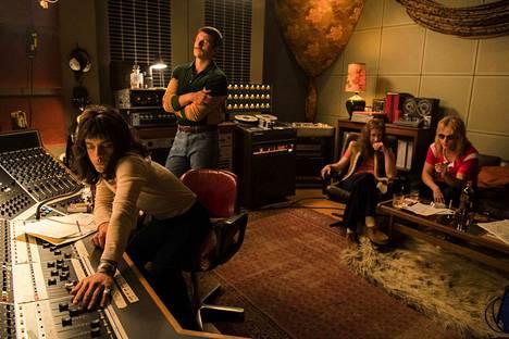 Bohemian Rhapsody kertoo rockyhtye Queenin tarinan. Erityisesti Freddie Mercurya näyttelevän Rami Malekin roolisuoritus on saanut osakseen ylistystä.