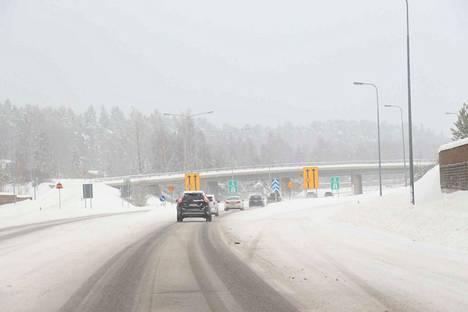 Nokian moottoritie on tärkeä Tampereen sisääntuloväylä sastamalalaisille ja nokialaisille, arvioivat paikkakuntien kokoomusvaikuttajat.