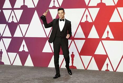 Freddie Mercurya esittävä Bohemian Rhapsodyn tähti Rami Malek palkittiin parhaasta miespääosasta.