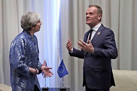Britannian pääministeri Theresa May ja Eurooppa-neuvoston puheenjohtaja Donald Tusk keskustelivat brexitistä Egyptissä sunnuntaina.
