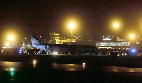 Helsingistä Göteborgiin matkalla ollut lentokone joutui laskeutumaan vuoden 2017 joulukuussa Turun lentoasemalle.