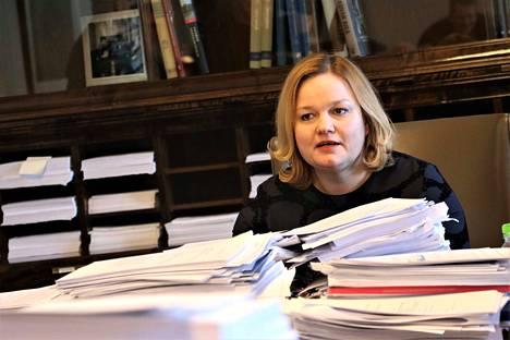 Sosiaali- ja terveysvaliokunnan puheenjohtaja Krista Kiuru (sd.) kertoi maanantaina, että valiokunta istuu tällä viikolla joka päivä.