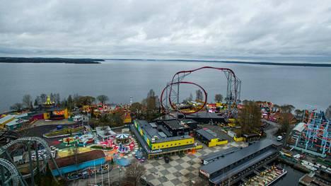 Uusi laite sijoittuu kuvassa keskellä näkyvän Hypen viereen. Hype on tällä hetkellä Särkänniemen korkein laite. Kuva on viime toukokuulta.