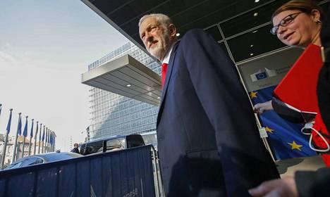 Jeremy Corbynin johtama työväenpuolue ei hyväksy Mayn suunnitelmaa viedä Britannia väkisin ulos EU:sta.