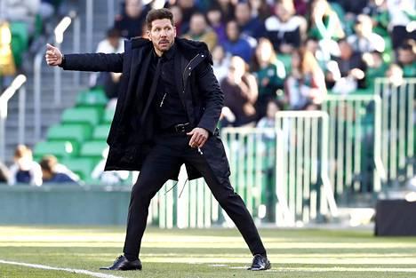 Päävalmentaja Diego Simeonen temperamentti voi tulla kalliiksi Atletico Madridille.
