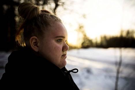 Vantaalaisella Lara Toivasella todettiin alakouluiässä kilpirauhasen vajaatoiminta.