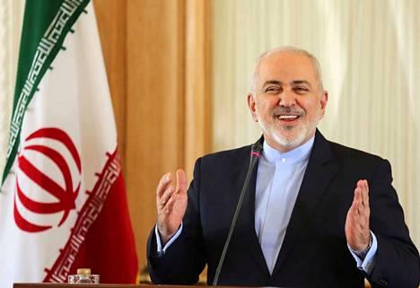 """Erostaan ilmoittanut Iranin ulkoministeri Mohammed Javad Zarif on opiskellut Yhdysvalloissa. Hän oli Iranin hallinnon """"hymyilevät kasvot"""" ulkomaailmaan."""