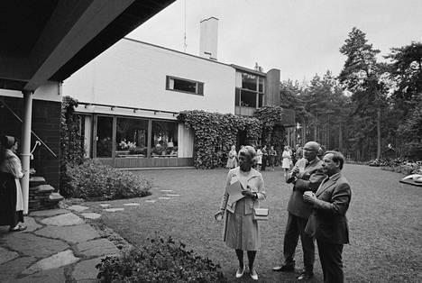 Presidentti Urho Kekkonen ja rouva Sylvi Kekkonen tutustuivat Villa Mairean taiteeseen Noormarkussa vuonna 1972. Lehdessä kuvailtiin 27.7.1972, kuinka heidät ottivat vastaan rouva Maire Gullichsen-Nyströmer ja kapteeni Bertil Nyströmer. Vierailulla oli mukana myös mm. maaherra Sylvi Siltanen sekä Porin kaupungin ja Noormarkun kunnan johtohenkilöitä. Presidenttipari tutustui yksityiskohtaisesti maalauksiin ja veistoksiin sekä rakennuksen sisällä että pihamaalla.