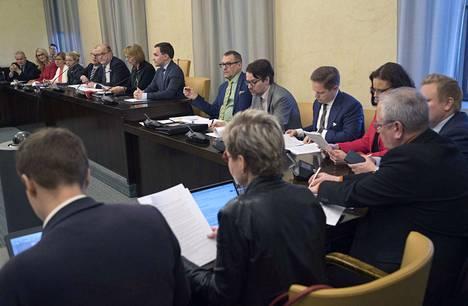 Perustuslakivaliokunta kertoi viime perjantaina ongelmista, joita sote-lakeihin yhä liittyy.