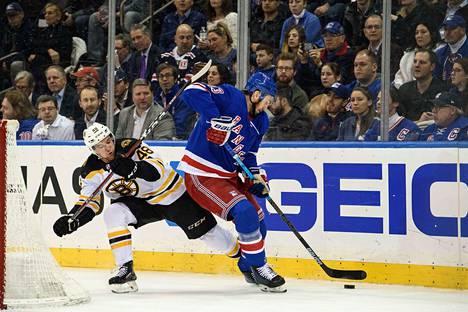 New York Rangersissä Kevin Hayes teki 51 pelissä tehot 14+28=42.