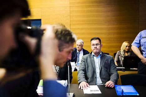 MV-lehden perustaja Ilja Janitskin kuvattiin kesäkuussa 2018 Helsingin käräjäoikeudessa. Syksyllä hänet tuomittiin ehdottomaan vankeuteen muun muassa törkeistä kunnianloukkauksista.