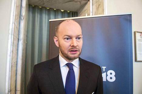 Urheiluministeri Sampo Terho on saanut kutsun Matti Nykäsen hautajaisiin.