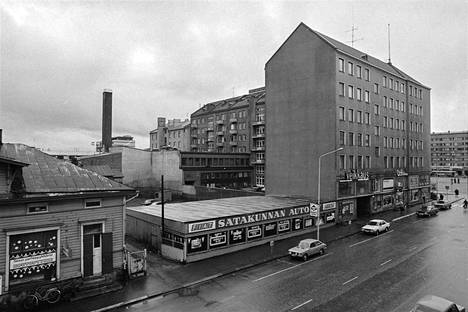 Porin Suomalainen Säästöpankki osti tontin Nortamonkadun ja Isolinnankadun kulmasta. Satakunnan Kansa uutisoi asiasta 21.11.1981. Pankki suunnitteli tontille uutta liiketilaa.