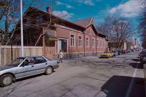 Kadonnutta Poria. Satakunnan Kansa uutisoi 9.5.1995 osoitteessa Länsipuisto 17 sijainneen jugendtalon purkamisesta. Uutisessa kerrottiin, että rakennuksesta purettavat arvokkaat osat viedään ensimmäisten tavaroiden joukossa Porin uuteen varaosapankkiin.
