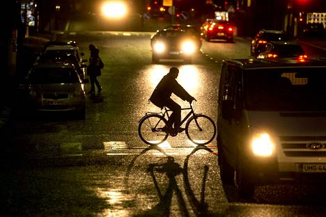 Automaattista hätäjarrutusta luonnehditaan yhdeksi autojen merkittävimmistä turvallisuusinnovaatioista. Sen uskotaan vähentävän esimerkiksi jalankulkuonnettomuuksia kymmenillä prosenteilla.