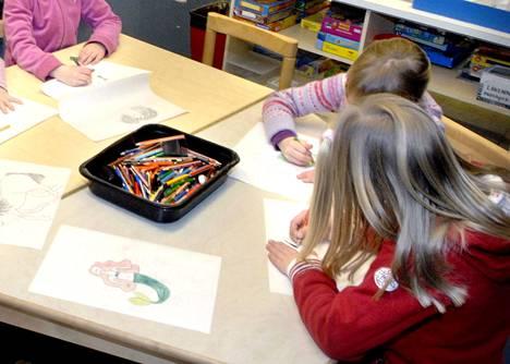 Valkeakoskelaiset kaupunginvaltuutetut jättivät aloitteen esiopetuksen laajentamisesta 3-vuotiaisiin asti.