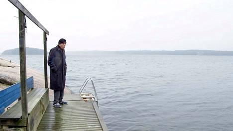 Ruotsin television tilaama uusi Donner-dokumentti sisältää eloisia arkistopätkiä vuosikymmenten varrelta. Tuoreissa otoksissa vanha Donner on järjestelmällisesti yksin, milloin Helsingissä, milloin kesäpaikassa Bromarvissa. Tunnelma on melankolinen ja äreä.