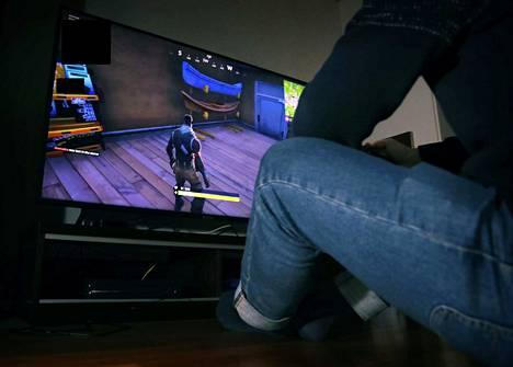 49-vuotiaan miehen epäillään lähestyneen porilaisia poikia seksuaalisävytteisillä viesteillä ja kuvilla muun muassa suositun Fortnite-pelin kautta. Kuvituskuva.