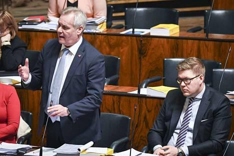 Sdp:n puheenjohtaja Antti Rinne oli edellisen kerran äänessä eduskunnassa ennen joulua budjettikeskustelussa. Nyt hän palaa eduskuntatyöhön pitkältä sairauslomalta. Rinteen vieressä sdp:n eduskuntaryhmän puheenjohtaja Antti Lindtman.