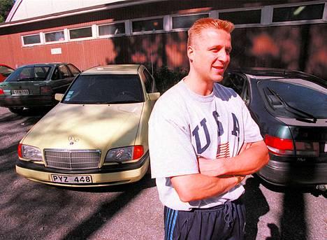 Ässien divarikauden pistekuningas Arto Heiskanen lähti kesän 1996 jälkeen kiekkoilemaan Englannin Newcastleen.