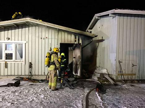 Palo syttyi noin puoli yhden aikaan yöllä.